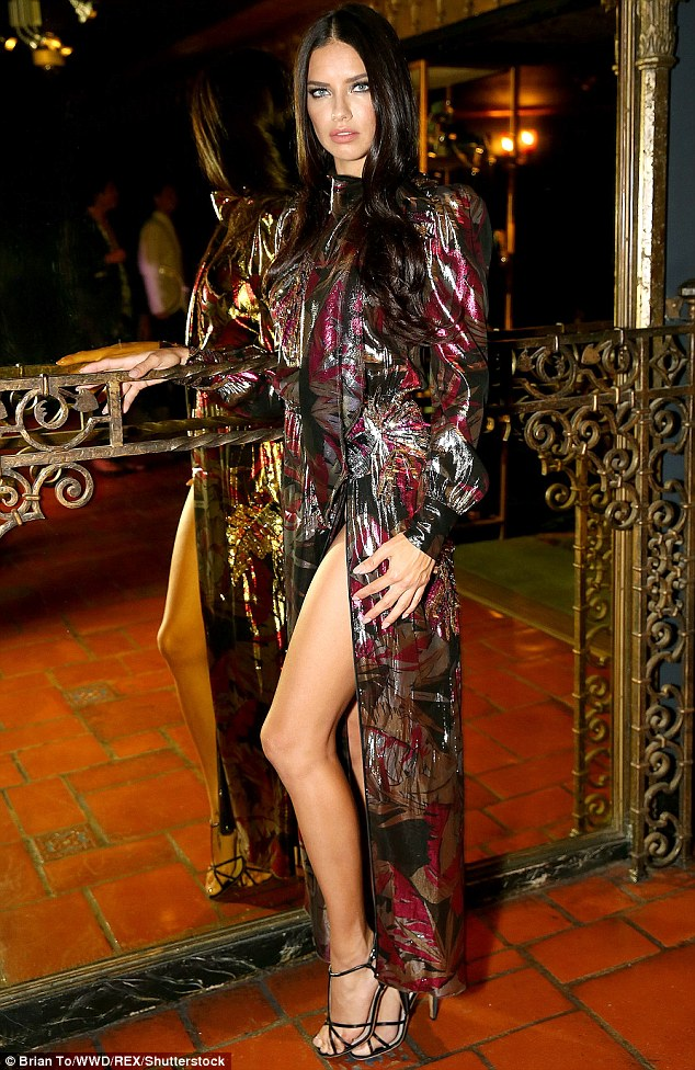 Adriana Lima in Marc Jacobs Resort 2017