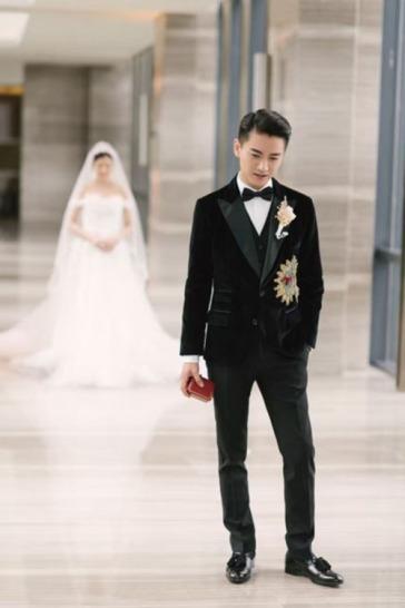Chen Xiao in Dolce & Gabbana Fall 2016 Menswear