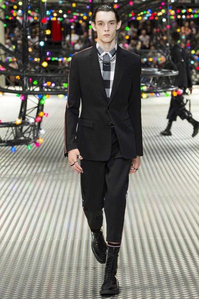 Dior Homme Spring 2017 Menswear Look 1