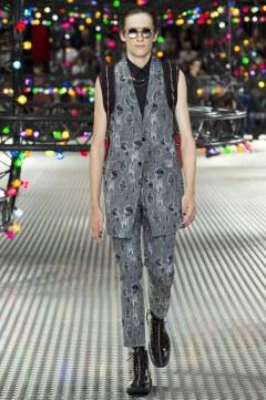 Dior Homme Spring 2017 Menswear Look 19