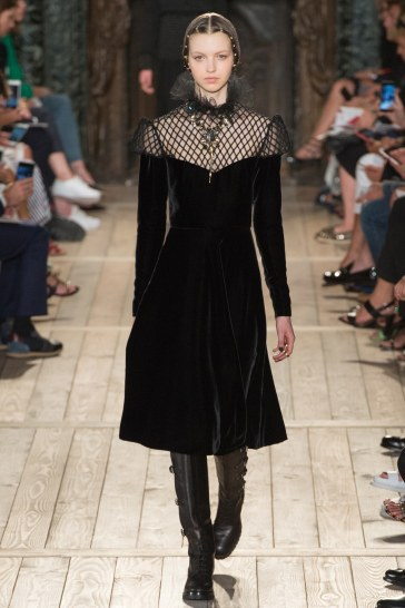 Valentino Fall 2016 Couture Look 26