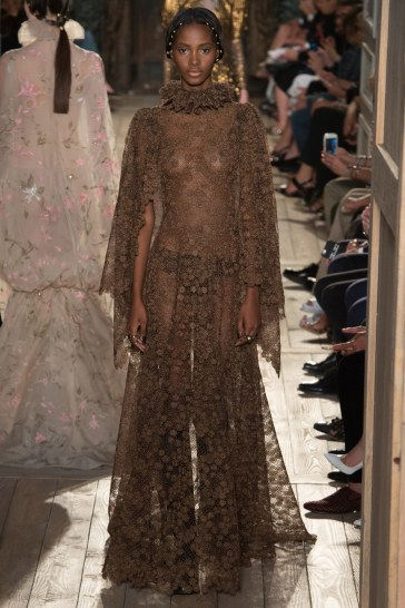 Valentino Fall 2016 Couture Look 39