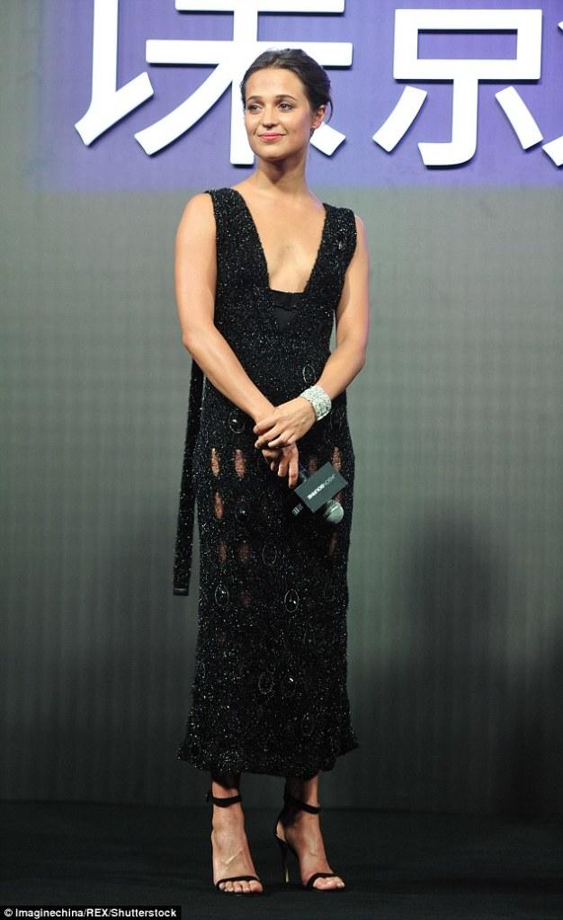 Alicia Vikander in Calvin Klein Fall 2016
