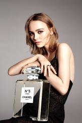 Lily-Rose Depp Chanel No 5 L'eau perfume campaign-1