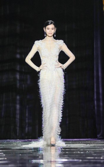 Ming Xi in Guo Pei Spring 2016 Couture-1