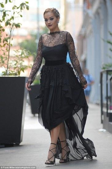 Rita Ora in Antonio Berardi Fall 2016-1