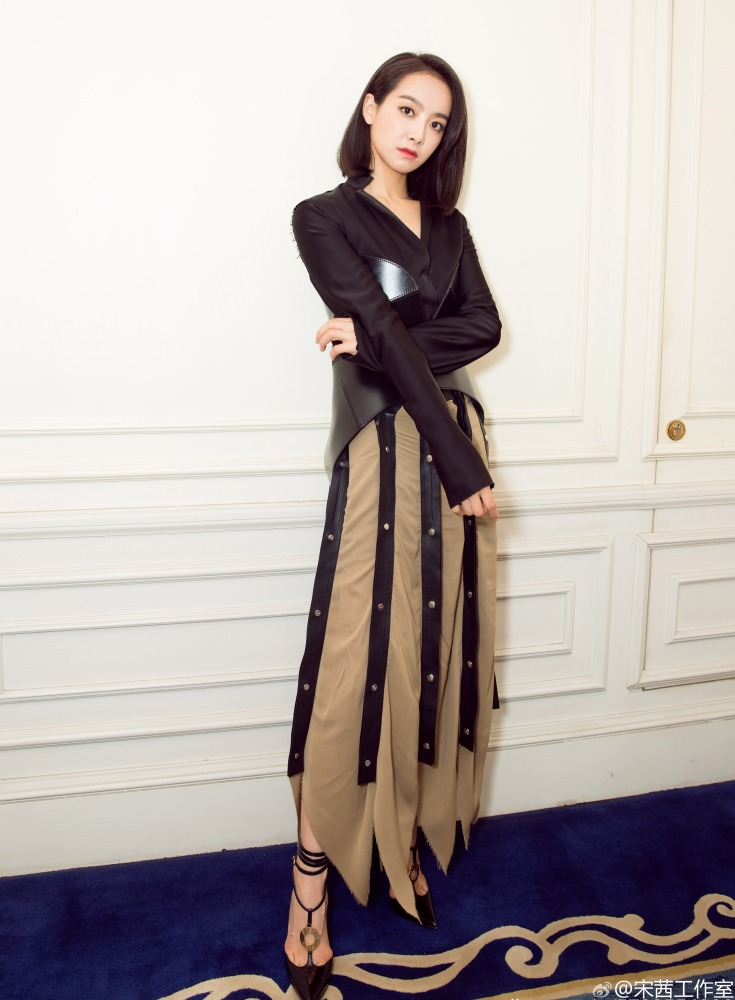 Victoria Song in Loewe Fall 2016-1