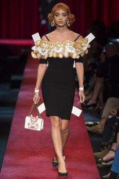 moschino-spring-2017-look-19