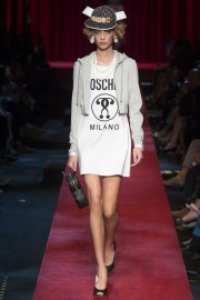 moschino-spring-2017-look-22