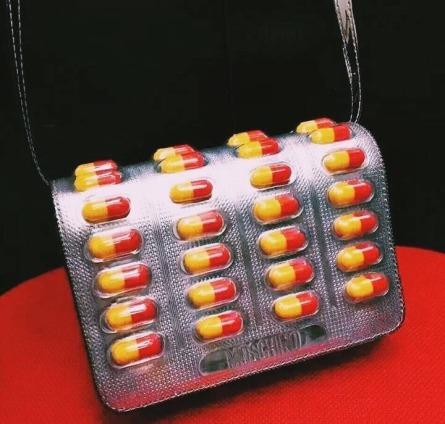 moschino-spring-2017-pills-bag-2