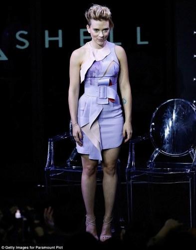 scarlett-johansson-in-atelier-versace-fall-2016-couture