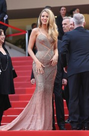 blake-lively-in-atelier-versace-2