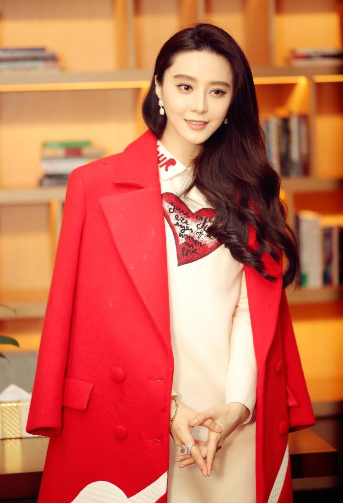 fan-bingbing-in-valentino-2015-pre-fall-lamour-dress-1