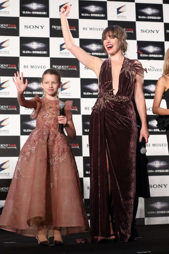 milla-jovovich-in-elie-saab-fall-2016-couture