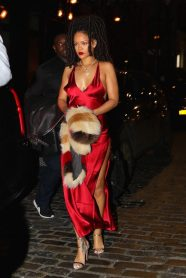 rihanna-in-are-you-am-i