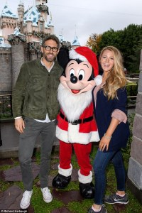 Ryan Reynolds & Blake Lively in Disneyland -2016.12.18-