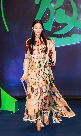 zhang-xinyu-in-chloe-fall-2016-2