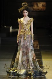 guo-pei-spring-2017-couture-look-10