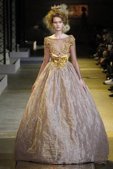 guo-pei-spring-2017-couture-look-12