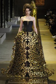 guo-pei-spring-2017-couture-look-14