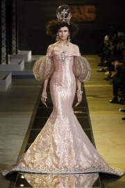 guo-pei-spring-2017-couture-look-16