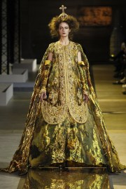guo-pei-spring-2017-couture-look-17