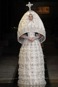 guo-pei-spring-2017-couture-look-18