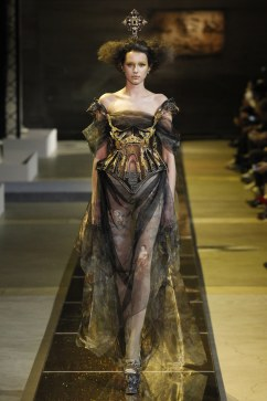 guo-pei-spring-2017-couture-look-5