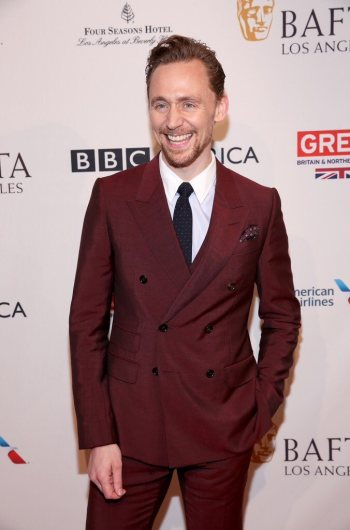 tom-hiddleston-in-gucci-resort-2017-menswear