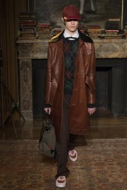 valentino-fall-2017-menswear-look-22