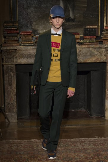 valentino-fall-2017-menswear-look-26