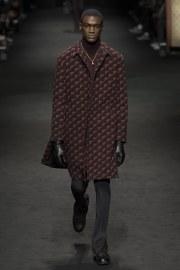 versace-fall-2017-menswear-look-1