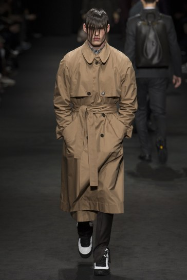 versace-fall-2017-menswear-look-13