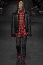 versace-fall-2017-menswear-look-15