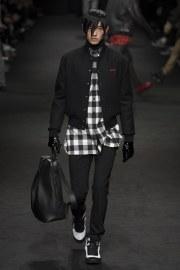 versace-fall-2017-menswear-look-21