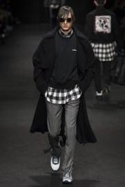versace-fall-2017-menswear-look-22