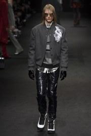 versace-fall-2017-menswear-look-23