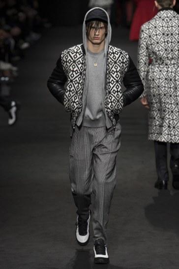 versace-fall-2017-menswear-look-25