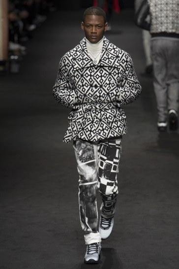 versace-fall-2017-menswear-look-26