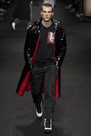 versace-fall-2017-menswear-look-27
