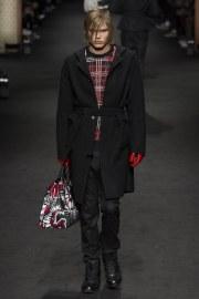 versace-fall-2017-menswear-look-29
