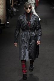 versace-fall-2017-menswear-look-30