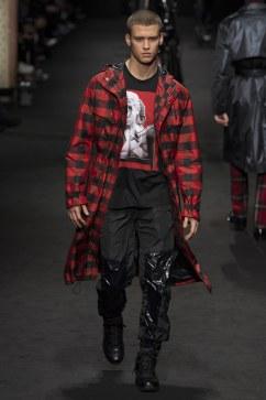 versace-fall-2017-menswear-look-31