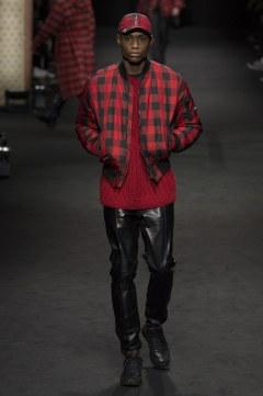 versace-fall-2017-menswear-look-32