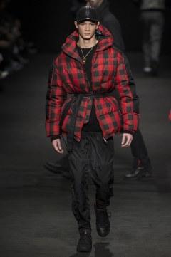 versace-fall-2017-menswear-look-33