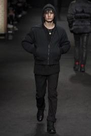 versace-fall-2017-menswear-look-35