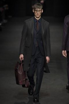versace-fall-2017-menswear-look-6