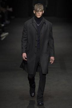 versace-fall-2017-menswear-look-7