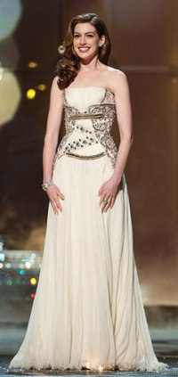 anne-hathaway-in-givnechy-spring-2009-couture