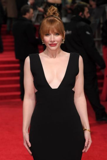 bryce-dallas-howard-in-solace-london-spring-2017-1